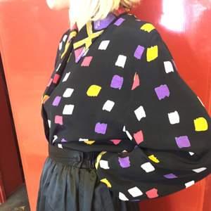 Vintage skjorta i cool arty style. Kan skicka!