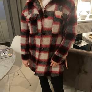 Säljer min älskade jacka pga används inte. Den är i storlek 40 och helt i nyskick.
