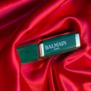 Aldrig använt skimmrigt läppstift från Balmain Paris! Orginalpris 179kr, färg: 905 Balmain Instinct
