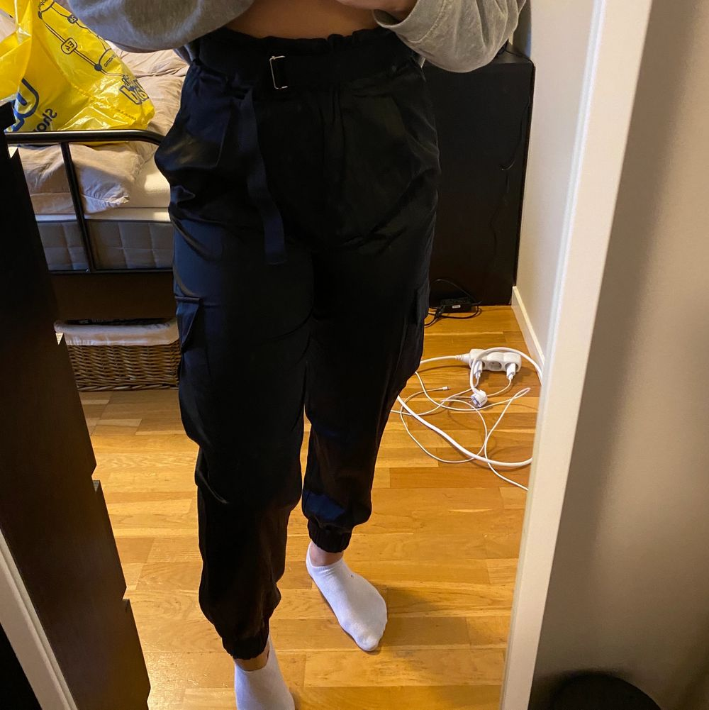 Endast använda en gång därav som nya. Köpta på ZARA för cirka ett år sedan.. Jeans & Byxor.