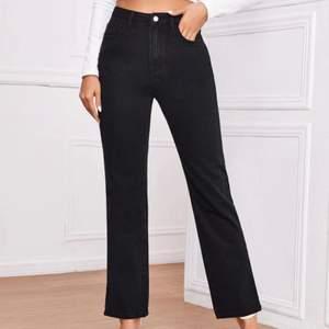 Säljer ett par helt nya och oanvända jeans i storlek M, endast testade (passar även mig som är en S vanligtvis)