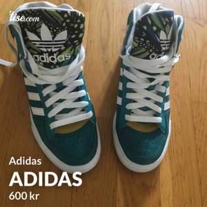 Coola adidas sneakers knappt använda