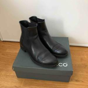 Leather Black Chelsea  Ecco Feet 26 sm Wool insole, warm and  very comfortable fall-winter boots. Good condition!