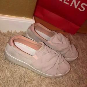 Superfina rosa skor använda typ 2 gånger. Kontakta för frågor