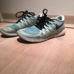 Nike Free runs i ljusblå Strl 37.5 (UK 4)  Använda en sommar, går lätt att tvätta