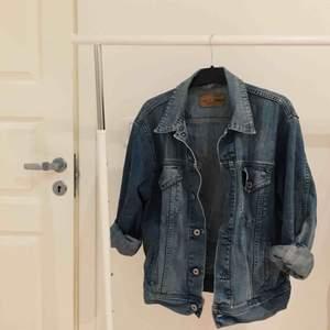 snygg jeansjacka, storlek medium/large