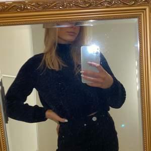 Säljer min supermysiga stickade tröja från H&M i storlek S. Marinblå💙💙Använd endast ett fåtal gånger och är i nyskick. Säljer för 60kr + frakt.