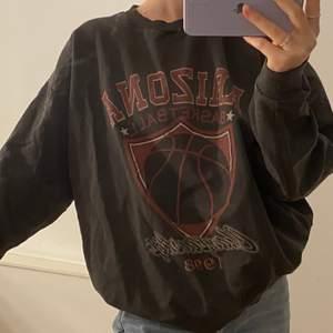 Mörkgrå vintage sweatshirt, storlek 36