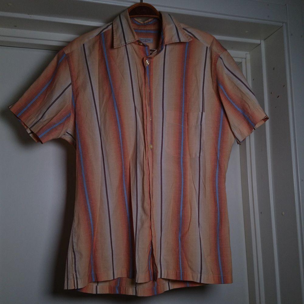 Randig 90-talsskjorta, herrstorlek S 🏵️. Skjortor.
