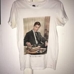 Superfin Tshirt som inte används så säljer nu för en billig slant😍100% bomull och ekologisk❤️ Nypris 399:-