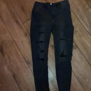 Emo byxor med hål. Jeans med grå svart färg. 🖤🖤🖤