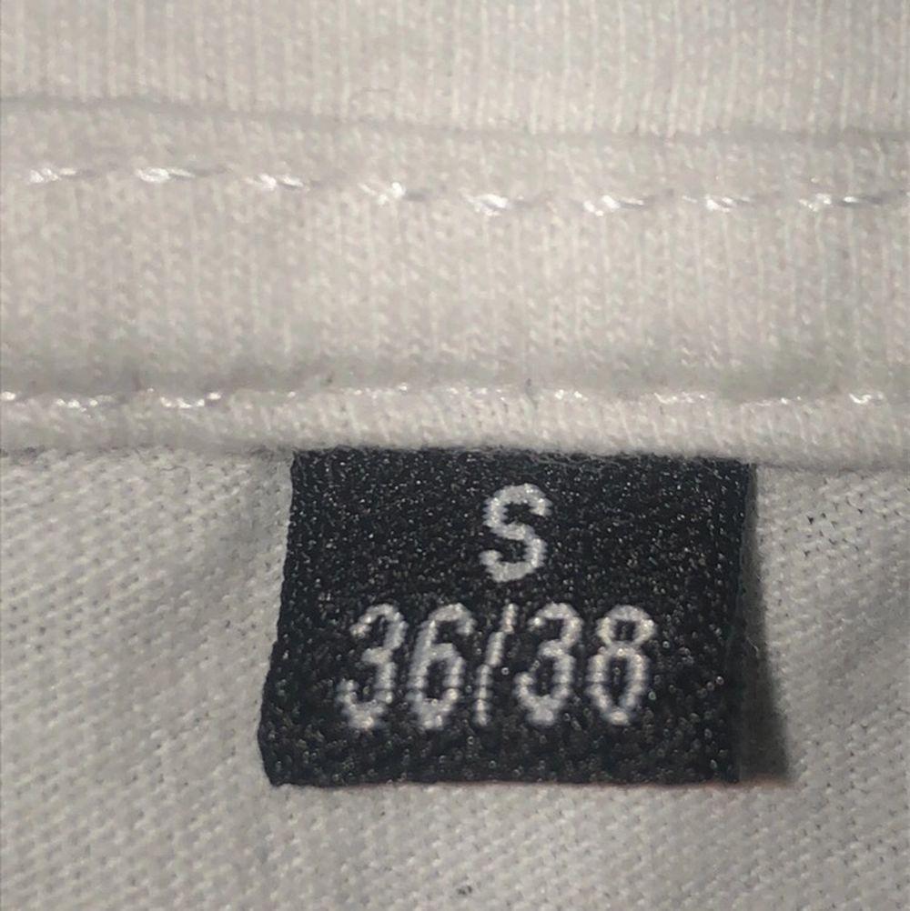 Säljer detta Nicki Minaj linne på grund av att det inte längre kommer till användning. Minns inte vart de är köpt eller hur mycket det kostade. Passar XS och S. Köparen står för frakt annars kan jag mötas upp i Malmö eller Trelleborg!. Toppar.