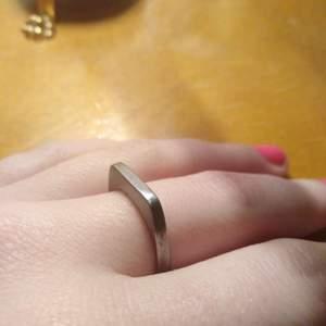 Handgjord ring i rostfritt stål! Görs på beställning efter din storlek, och blir klar inon MAX en vecka 🥰 1 för 100 & 2 för 170, gratis frakt!