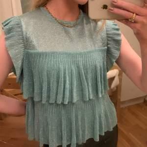 Suuuperfin turkos glittrig tröja från Zara i storlek S! ✨💓 Använd cirka 2-3 ggr och är i jättebra skick, gratis frakt!💕 SÅLD! 💘