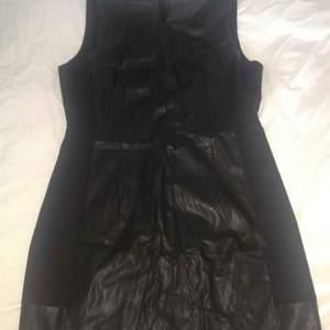 Klänning 1 = svart