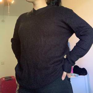 V- ringad stickad tröja