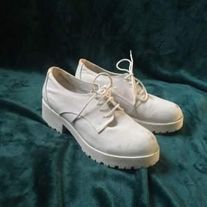"""Jättesnygga skor med liten """"platå"""" storlek 38 från feetfirst"""
