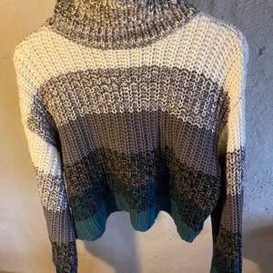 Supergullig stickad tröja från nakd! Använd en gång sen jag köpte den så den är i nyskick🥰