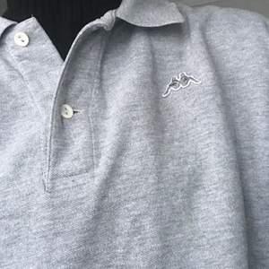 långärmad kappa sweatshirt köpt på humana i sthlm! secondhand skick, använt själv 1 gång, köparen betalar för frakten! 🤍