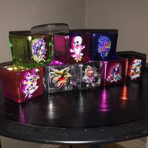 8st as balla ed hardy ljuslyktor med olika färger och motiv y2k vibe😘 säljer alla för 300kr