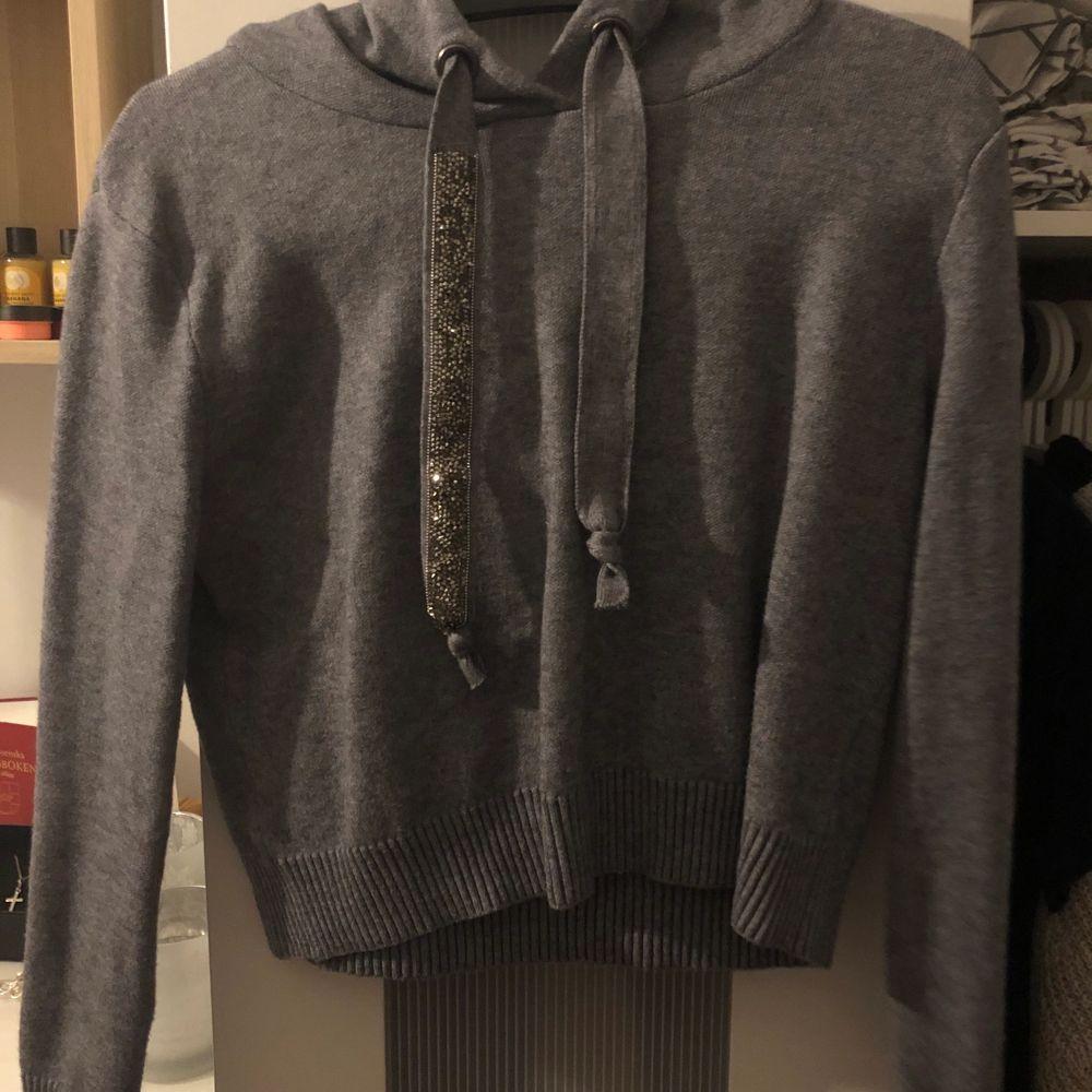 Fin grå och mysig zara hoodie. Knappt använd och är som ny. . Huvtröjor & Träningströjor.