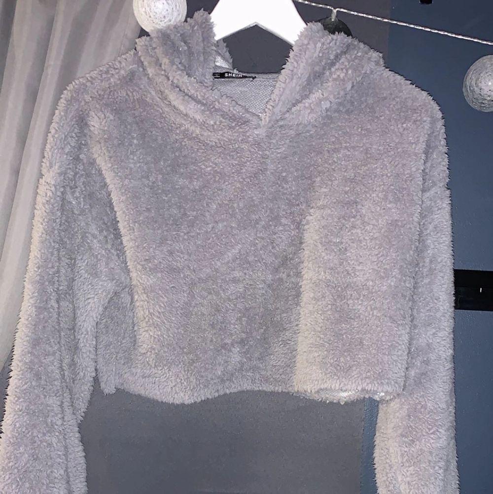 Fluffig hoodie från shein . Huvtröjor & Träningströjor.