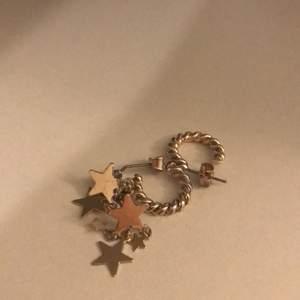 Hej, jag säljer dessa örhängen som bara använts ett fåtalet gånger, kontakta mig om du är intresserad! 🥰
