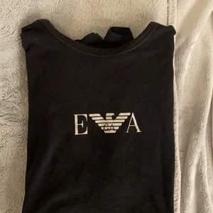 Säljer denna Armani tröja använder ej och den är lite för stor pris kan diskuteras :)