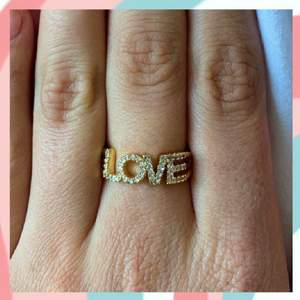 Populär ring som endast finns ett få antal av! Frakten är inkluderad i priset och ringarna är justerbara 💕🕺🏽
