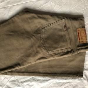 """Ett par """"Carrera Jeans Original"""" i en ljusbrun mocka färg. Använda ett fåtal gånger."""