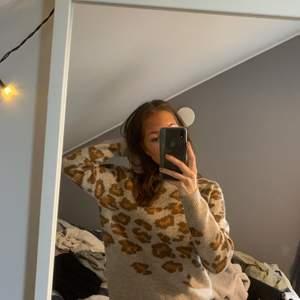 Stickad leopardtröja, supermysig o aldrig använd☺️💞