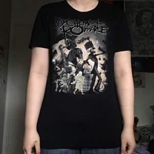 my chemical romance tröja från emp. väldigt fint skick då den är inte mycket använd. 250kr inklusive frakt