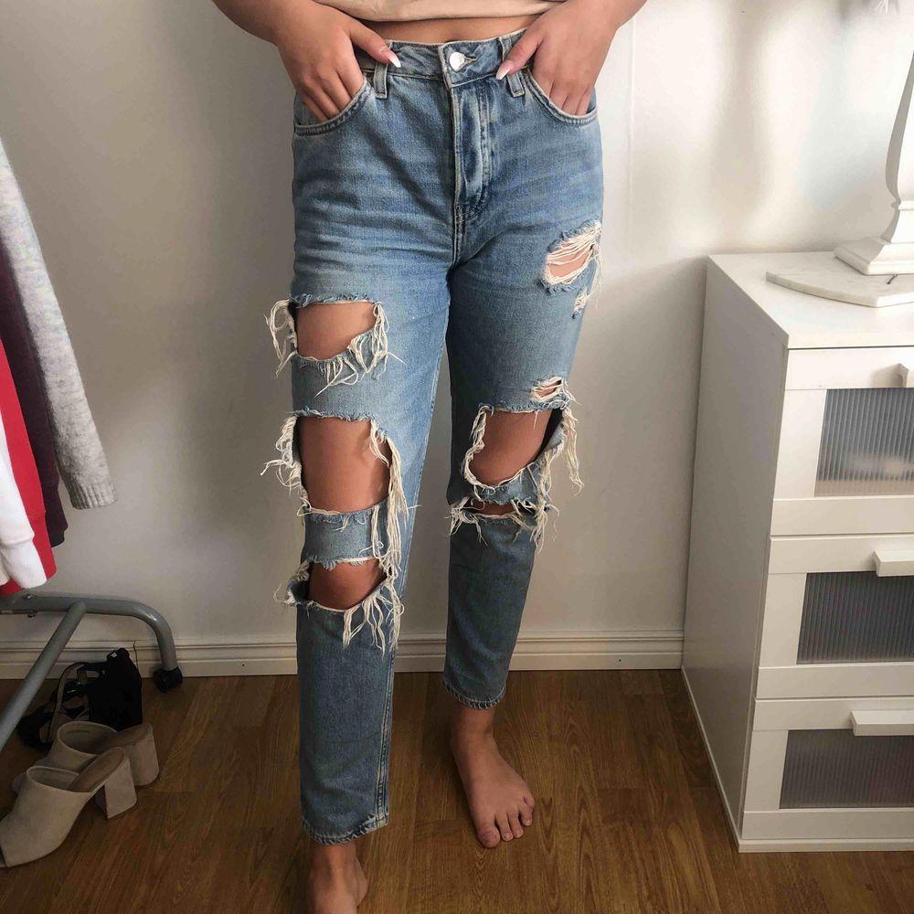 Boyfriend byxor från topshop sitter bra på en s även xs. Köparen står för frakten . Jeans & Byxor.