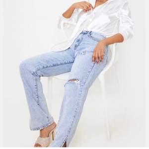 Blåa jeans med slits, storlek 34. Säljer pga lite för långa för mig som är 163💖💖💖
