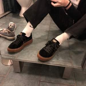 Superfina puma basket skor använda typ en gång... fraktpris: ca 63kr??