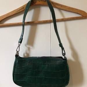 Snygg väska som använts ett fåtal gånger :)) högsta bud : 100 kr