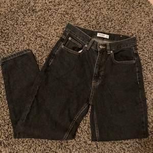 Mom jeans som slutar vid ankeln. Aldrig använda, endast borttagen prislapp.