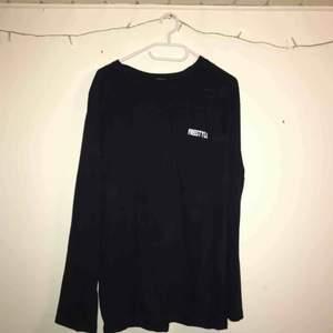 Blå/svart långärmad skatertröja. Helt ny aldrig använd  150kr inkl frakt:)