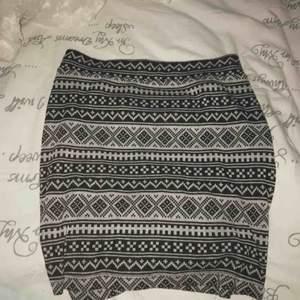 Super vacker kjol som formar sig perfekt Storlek M men passar även S Frakt tillkommer