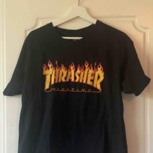 Svart thrasher T-shirt i storlek L. Fint skick.