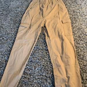 Beiga byxor från hm i storlek s, använt typ 1 gång.