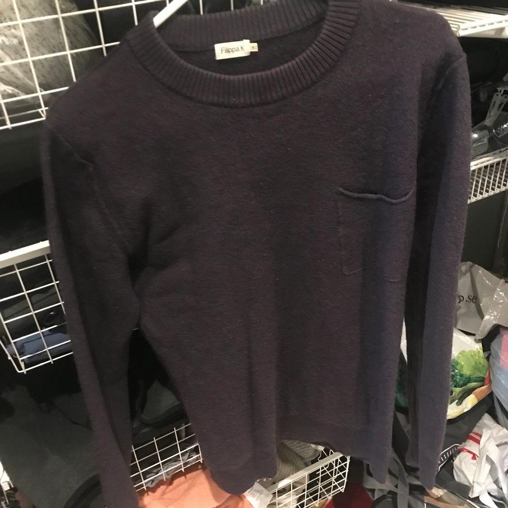 Filippa K tröja storlek S färg mörkblå . Tröjor & Koftor.
