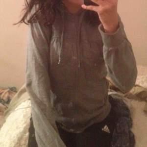 grå hoodie från jc . toppenskick storlek s