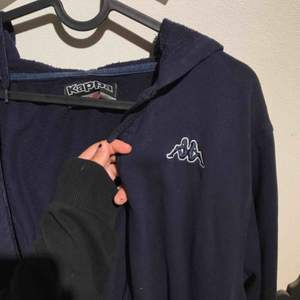 Kappa zip hoodie. Mörkblå, fint skick!