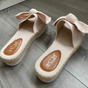 Superfina oanvända skor i storlek 39. 240kr