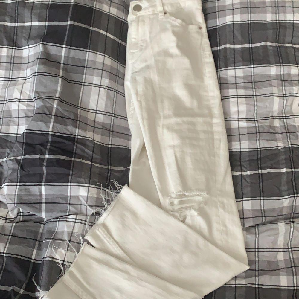 Aldrig använt. Sitter för tajt på mig tyvärr. Bud från 60kr. Jeans & Byxor.