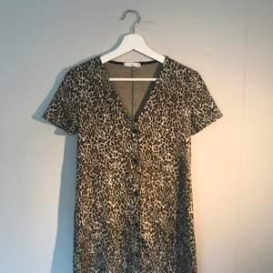 Leopardklänning från Mango i storlek XS! Sommarkollektionen 2019. Endast provad.