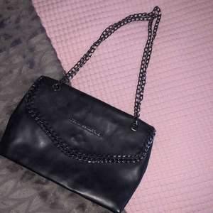 En fake Stella McCartney väska som använts några gånger från Turkiet