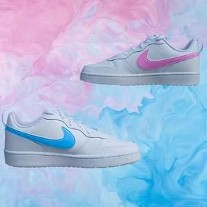 F I⚡️⚡️Y    B U B B L E    1 par handmålade sneakers.   Modell: Nike Court Borough Low 2 Storlek: 38.5  Permanent färg, 4 målade sidor. 1 sko med blå färg och den andra med rosa färg.