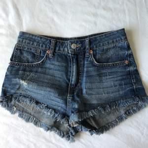 Superfina jeansshorts! Har tyvärr blivit för små för mig. Använda ett fåtal gånger. Kan mötas i Malmö, köparen betalar ev. frakt.
